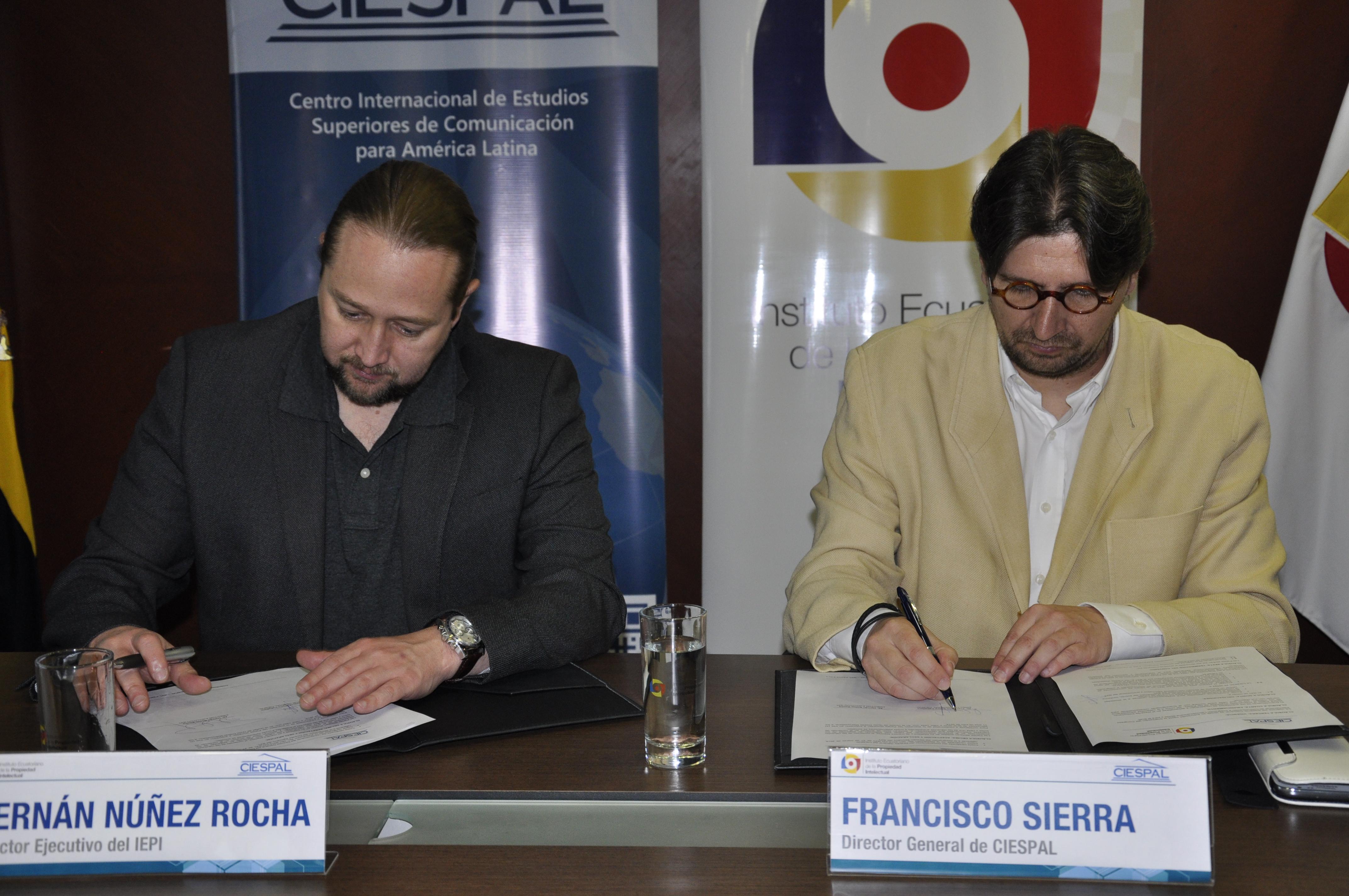 Firma de convenio entre IEPI y CIESPAL