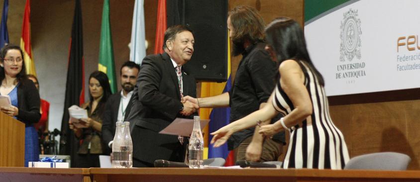 FELAFACS premia al Director de Investigación de CIESPAL por su tesis doctoral