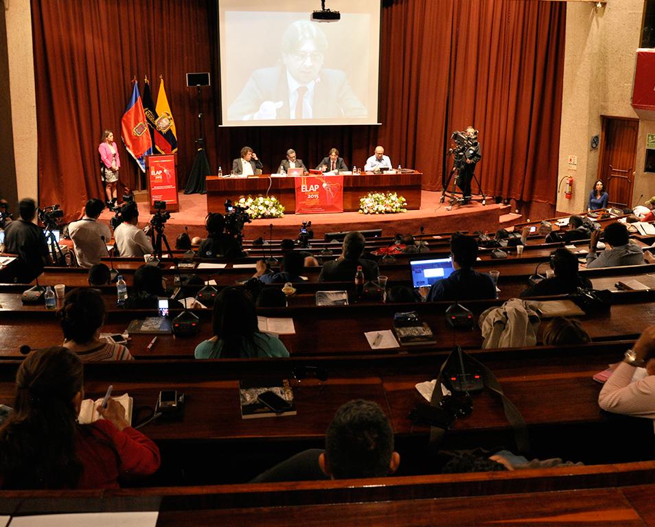 """""""Debemos repensar lo público y el poder hegemónico que transforma esa realidad"""" Francisco SIERRA"""