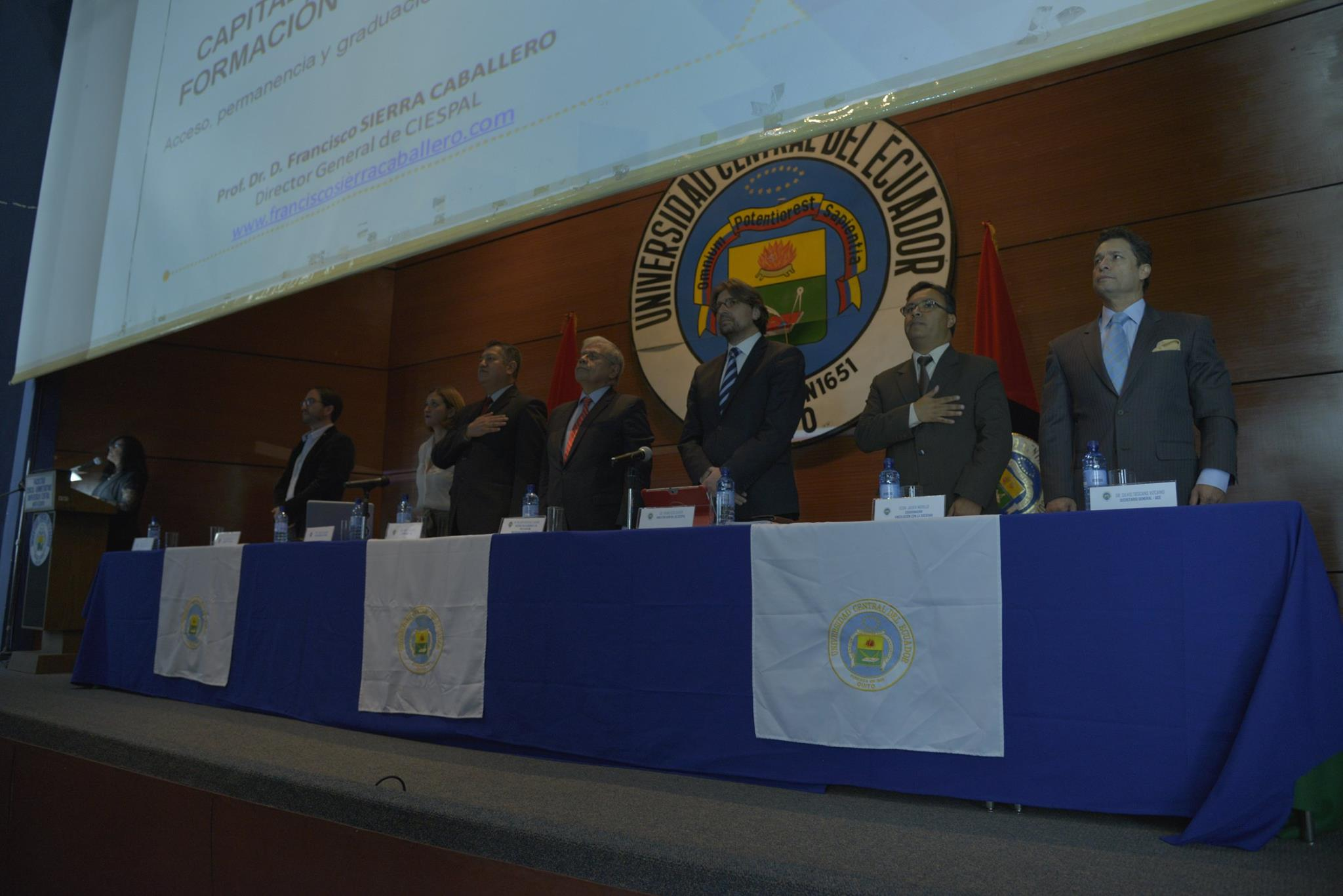 Seminario Permanente Bolívar ECHEVERRÍA debate sobre educación superior en la UCE