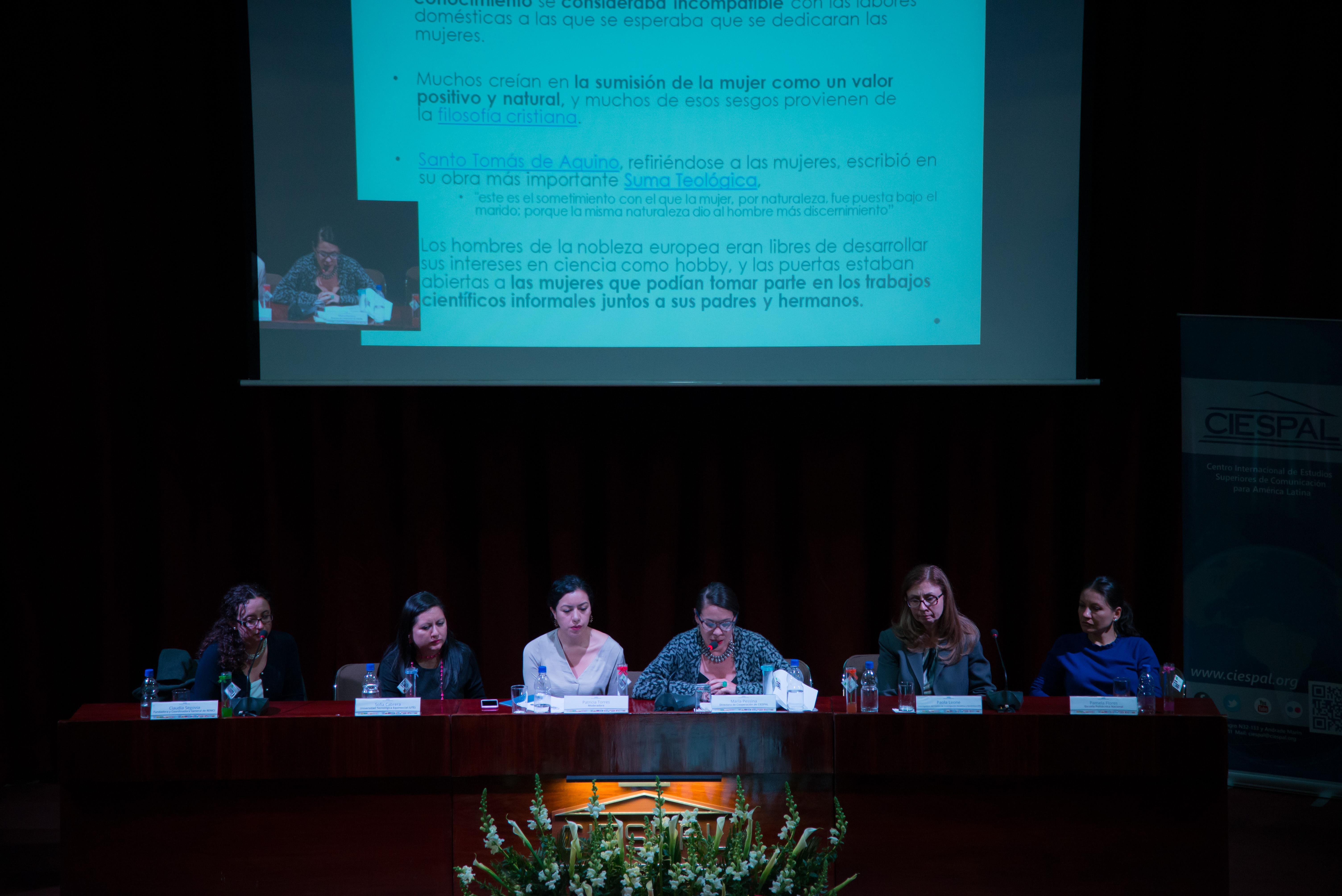 Especialistas debatieron sobre la situación de la mujer en la ciencia en CIESPAL