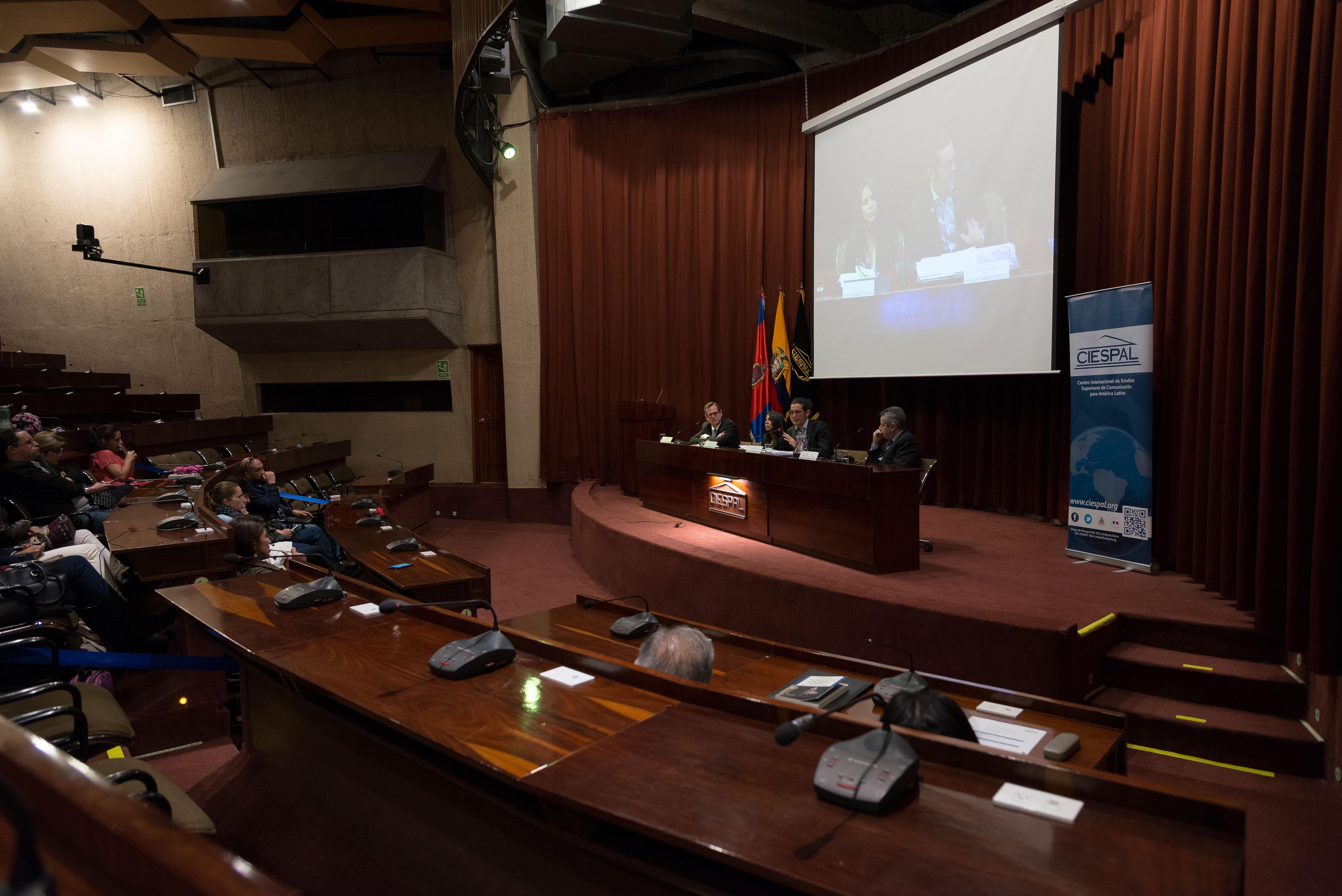 """Carlos Rabascall y Fernando Larenas   reflexionaron sobre periodismo en la presentación del libro """"La comunicación en tiempos de la Revolución Ciudadana"""""""