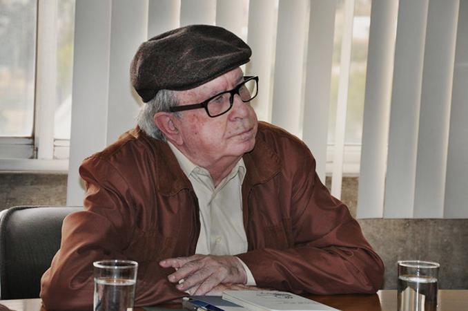 Martín-Barbero en reunión en CIESPAL